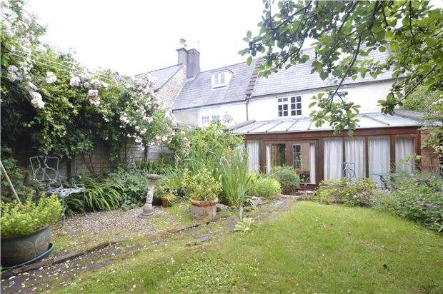 3 Bedrooms Cottage House for sale in Lower Street, Stroud, Gloucestershire, GL5 2HS