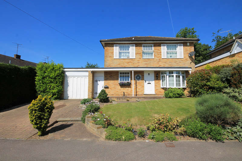 4 Bedrooms Detached House for sale in Stephenson Drive, East Grinstead