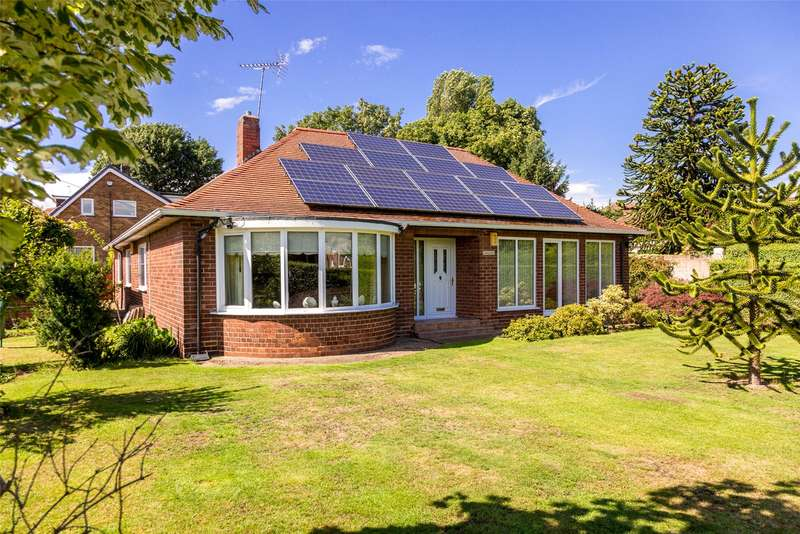 3 Bedrooms Detached Bungalow for sale in Selby Road, Eggborough, DN14