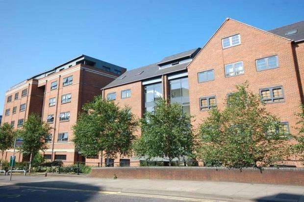 2 Bedrooms Apartment Flat for sale in St. James Wharf, Forbury Road, Reading