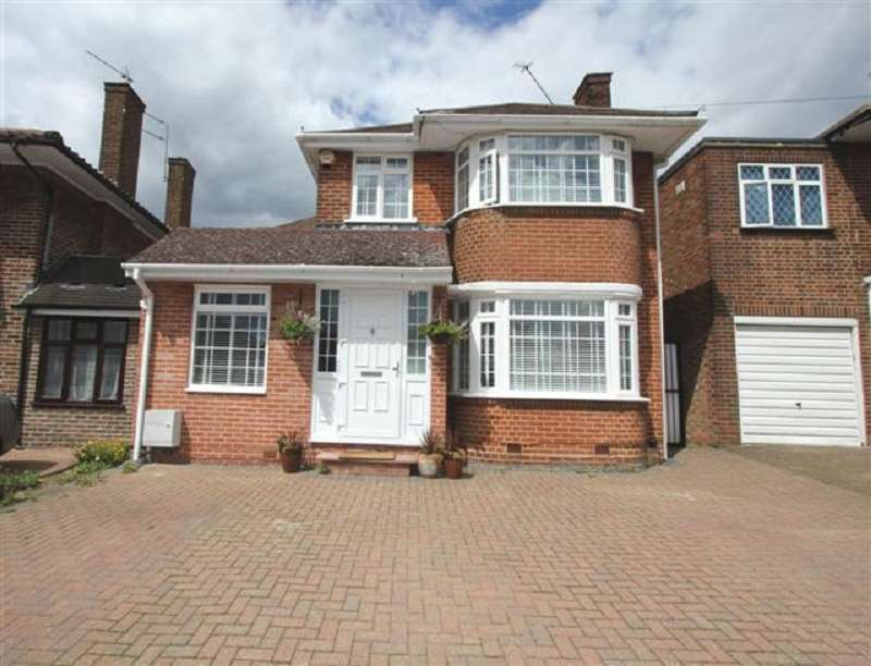 5 Bedrooms Detached House for sale in Wolmer Gardens, Edgware, Greater London. HA8 8QF