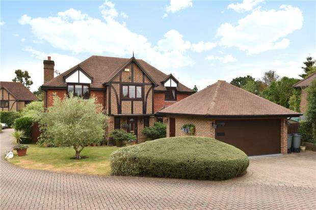 5 Bedrooms Detached House for sale in Northwick, Eversley, Hook
