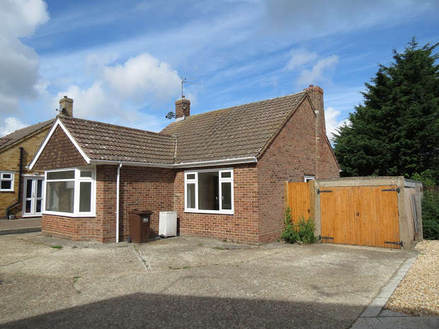 2 Bedrooms Detached Bungalow for sale in The Millrace, Polegate, BN26