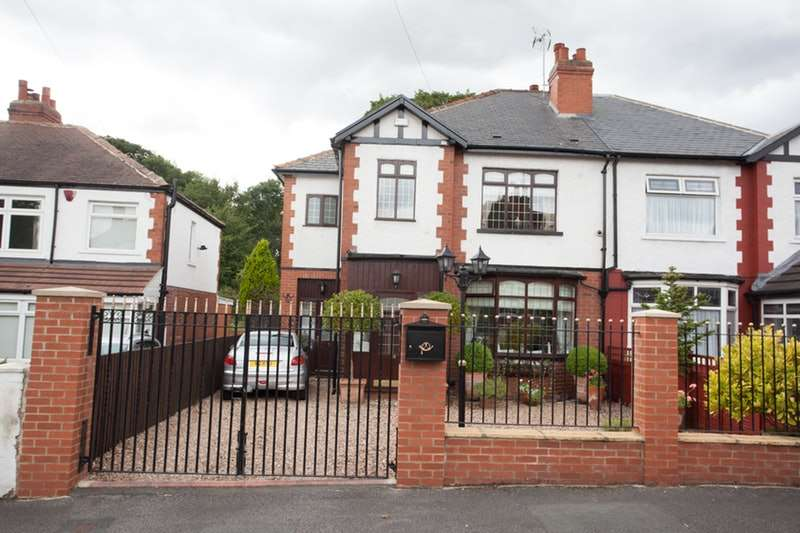 3 Bedrooms Semi Detached House for sale in Plantation Avenue, Leeds, West Yorkshire, LS15