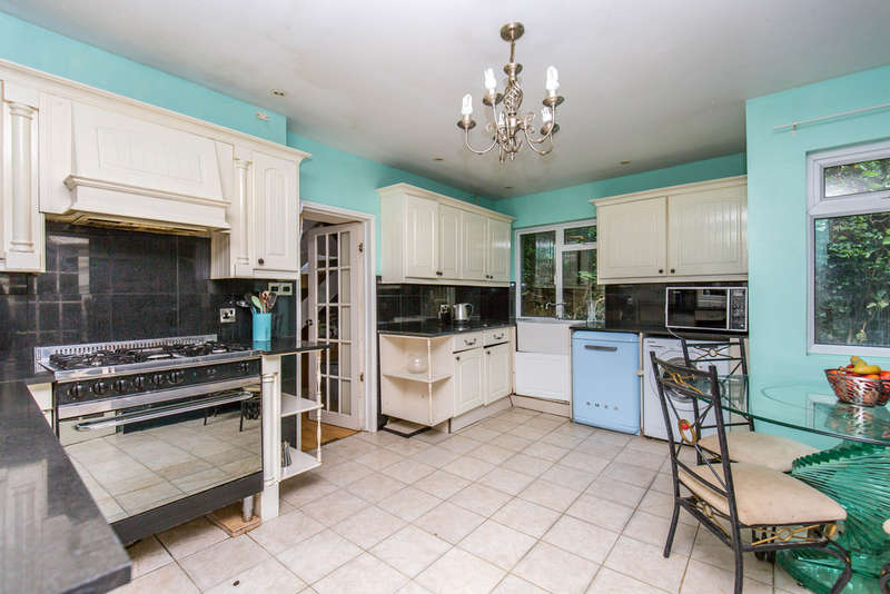 4 Bedrooms Detached House for sale in The Grove, Biggin Hill, TN16