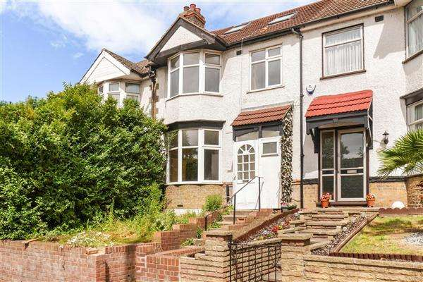 5 Bedrooms Terraced House for sale in Forest Road, Walthamstow