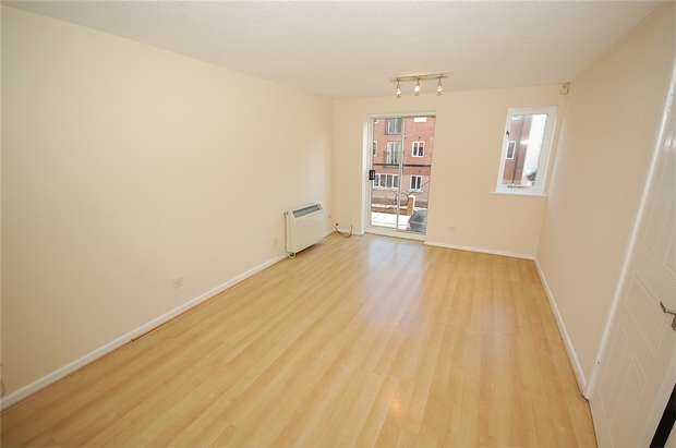 3 Bedrooms Flat for sale in Stretford Road, Hulme, Manchester