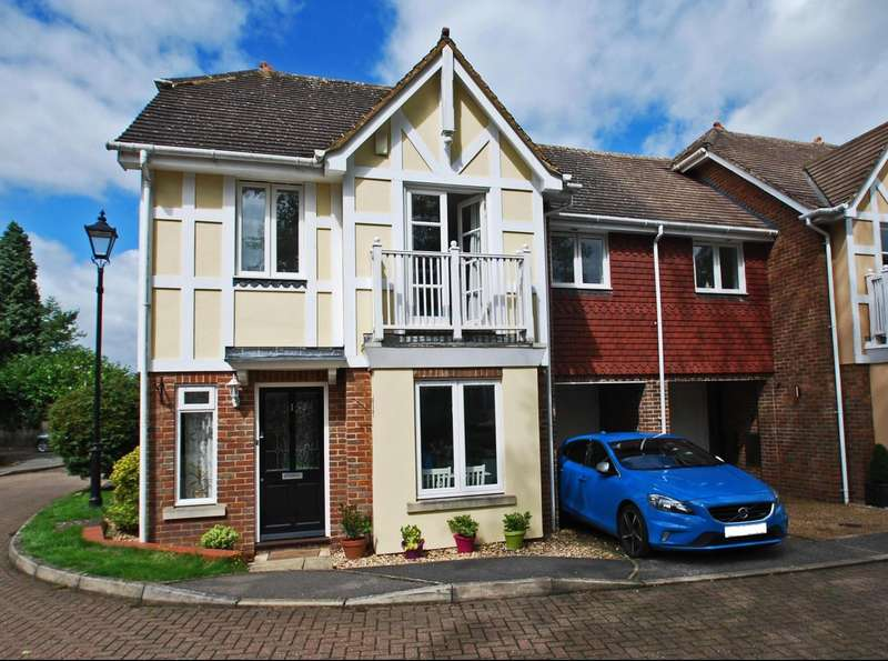 3 Bedrooms Semi Detached House for sale in Rockingham Place, Beaconsfield, HP9
