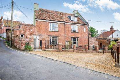 5 Bedrooms Detached House for sale in Northgate, Beccles, Suffolk