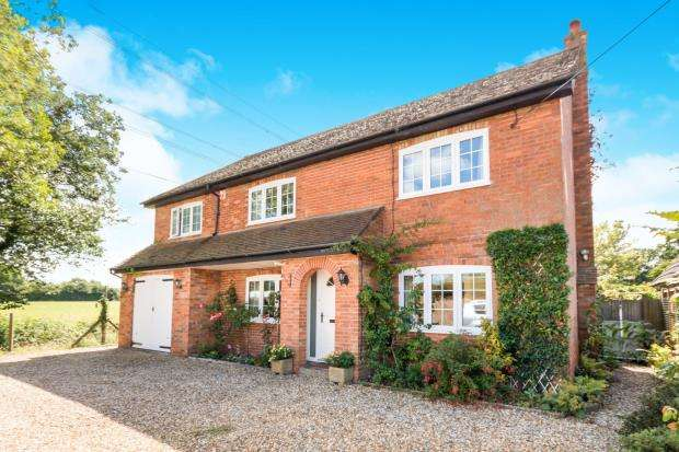 4 Bedrooms Detached House for sale in Pamber End, Tadley, Hampshire