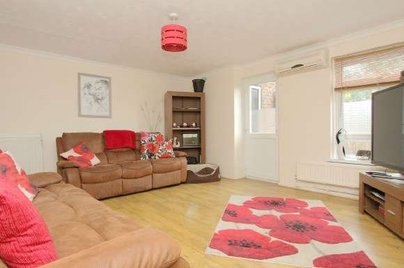 3 Bedrooms Semi Detached House for sale in Camelot Close, Andover
