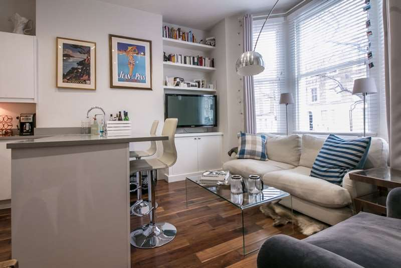 2 Bedrooms Flat for sale in Harwood Road, London, London, SW6