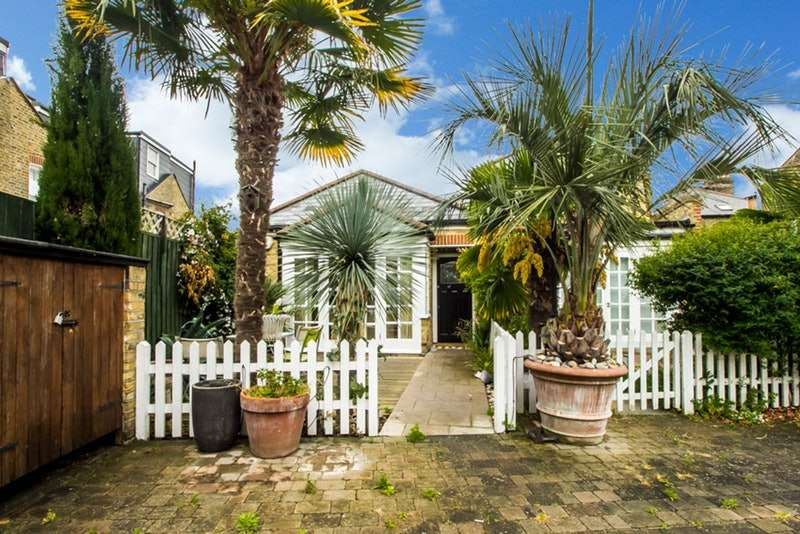 2 Bedrooms Semi Detached House for sale in Balvernie Grove, London, London, SW18