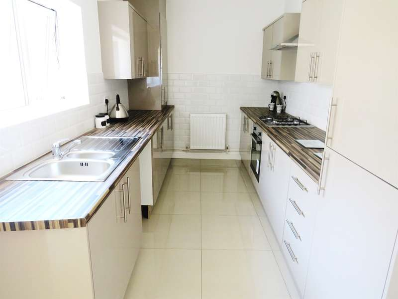 3 Bedrooms Semi Detached House for sale in Blackwood Road, Pontllanfraith, Blackwood, Blackwood