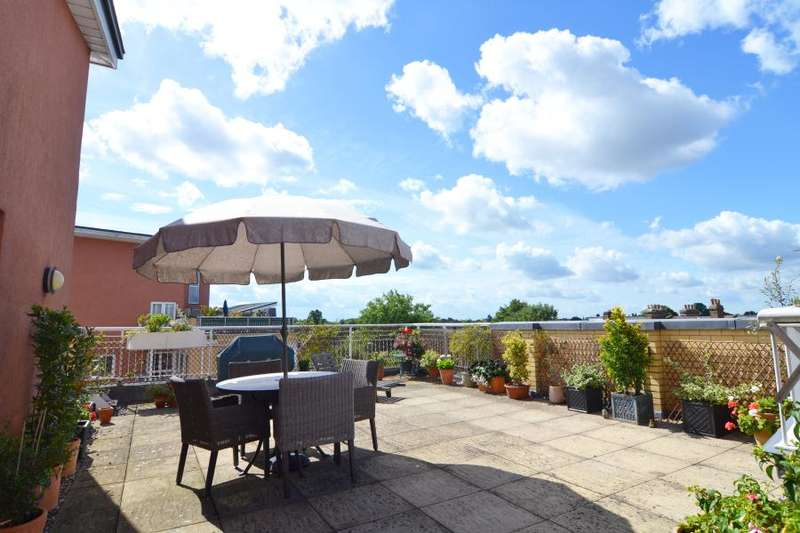 3 Bedrooms Apartment Flat for sale in The Wharf, Twickenham Road, TW11