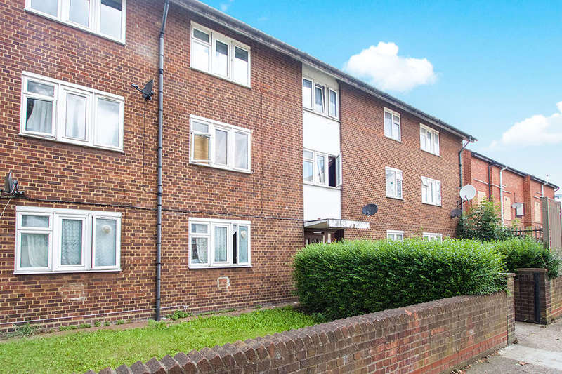 2 Bedrooms Flat for sale in Holland Road, London, E15