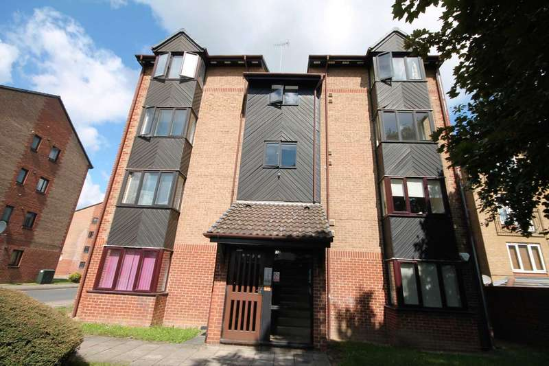 Apartment Flat for sale in Cricketers Close, Erith