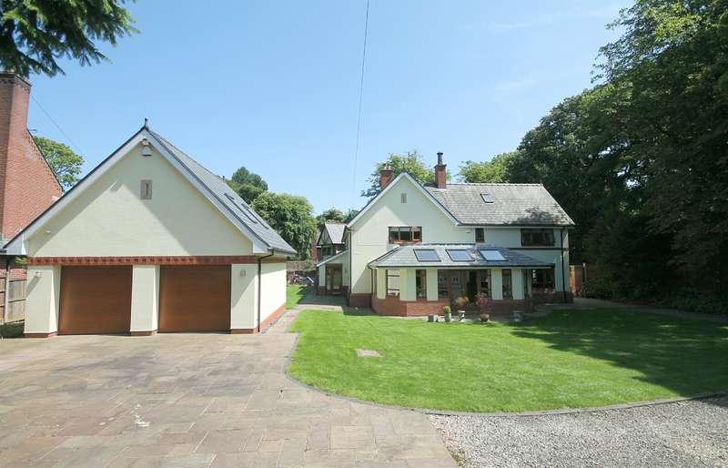 5 Bedrooms Detached House for sale in Markland Hill, Bolton, BL1 5AF