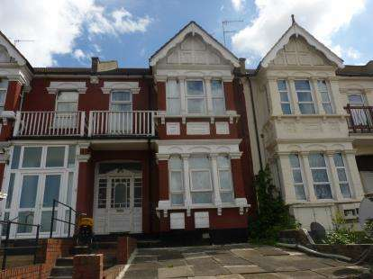 3 Bedrooms Maisonette Flat for sale in West Hendon Broadway, London