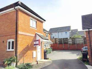 2 Bedrooms End Of Terrace House for sale in Gravelly Field, Ashford, Kent