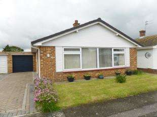 3 Bedrooms Bungalow for sale in Brockman Crescent, Dymchurch, Romney Marsh, Kent