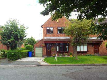 3 Bedrooms House for sale in Ashbury Close, Windmill Hill, Runcorn, Cheshire, WA7
