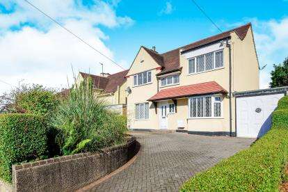 3 Bedrooms Detached House for sale in Broadstone Avenue, Walsall, West Midlands