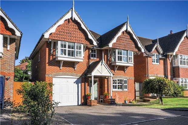 4 Bedrooms Detached House for sale in Royal Close, Orpington, Kent, BR6