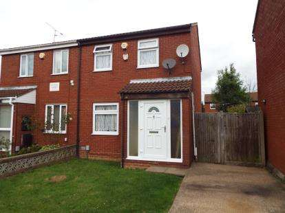 3 Bedrooms Semi Detached House for sale in Swallow Close, Luton, Bedfordshire, England