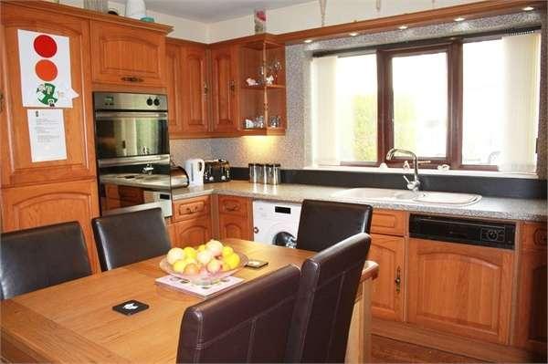 3 Bedrooms Detached Bungalow for sale in Foxholes Lane, Normanton, West Yorkshire