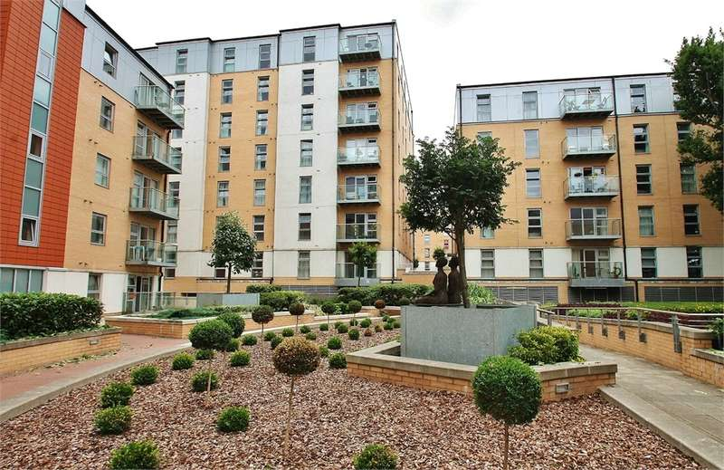 2 Bedrooms Flat for sale in Queen Mary Avenue, SOUTH WOODFORD E18