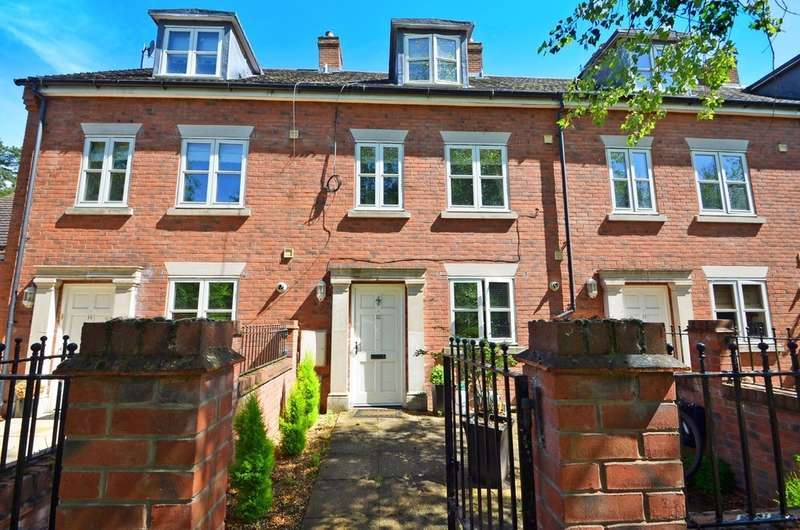 3 Bedrooms Town House for sale in Monarch Close, Rugby