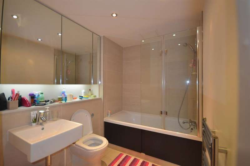 3 Bedrooms Flat for sale in 35 Boulevard Drive, London, NW9 5QZ