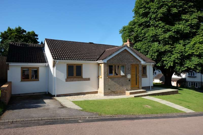 2 Bedrooms Bungalow for sale in Jays Mead, Wotton-under-Edge, Gloucestershire, GL12