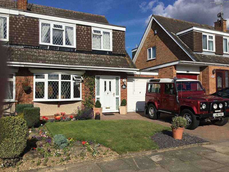 3 Bedrooms Semi Detached House for sale in Turnpike Drive, Luton, Bedfordshire, LU3 3RB
