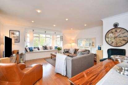 2 Bedrooms Maisonette Flat for sale in The Mount, Susan Wood, Chislehurst