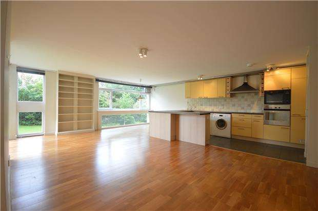 3 Bedrooms Flat for rent in Wallcroft, Durdham Park, BRISTOL, BS6