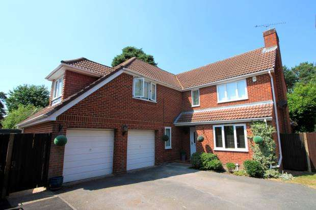 4 Bedrooms Detached House for sale in Frimley, Camberley, Surrey