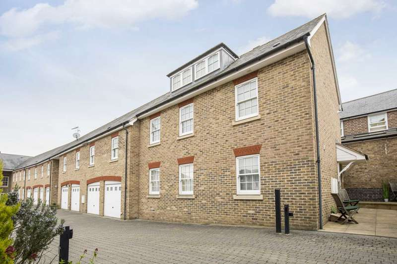 2 Bedrooms End Of Terrace House for sale in Clunbury Court, Berkhamsted