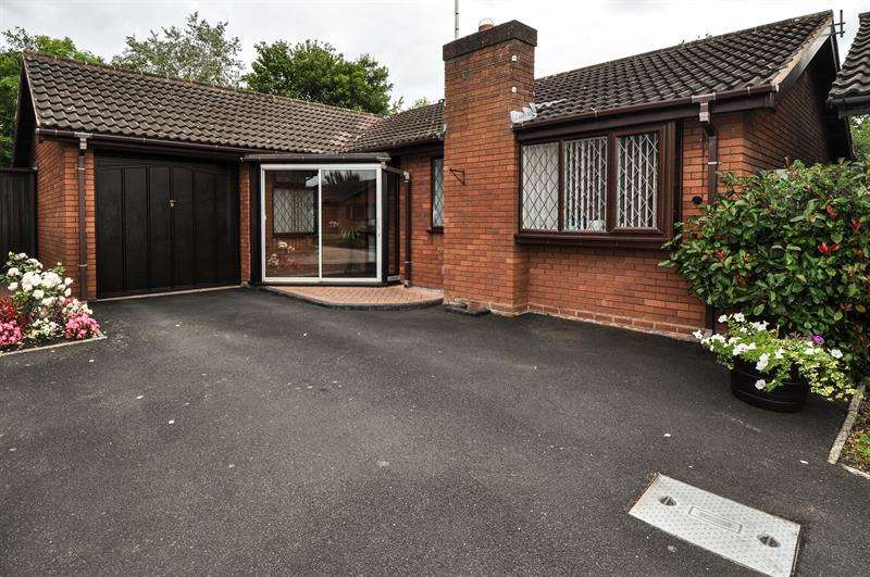 3 Bedrooms Bungalow for sale in Eldersfield Close, Church Hill North, Redditch