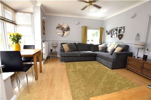 2 Bedrooms Semi Detached Bungalow for sale in Regent Street, Stonehouse, Gloucestershire, GL10 2AA