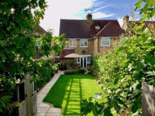 3 Bedrooms Semi Detached House for sale in Mabledon Avenue, Ashford, Kent, .