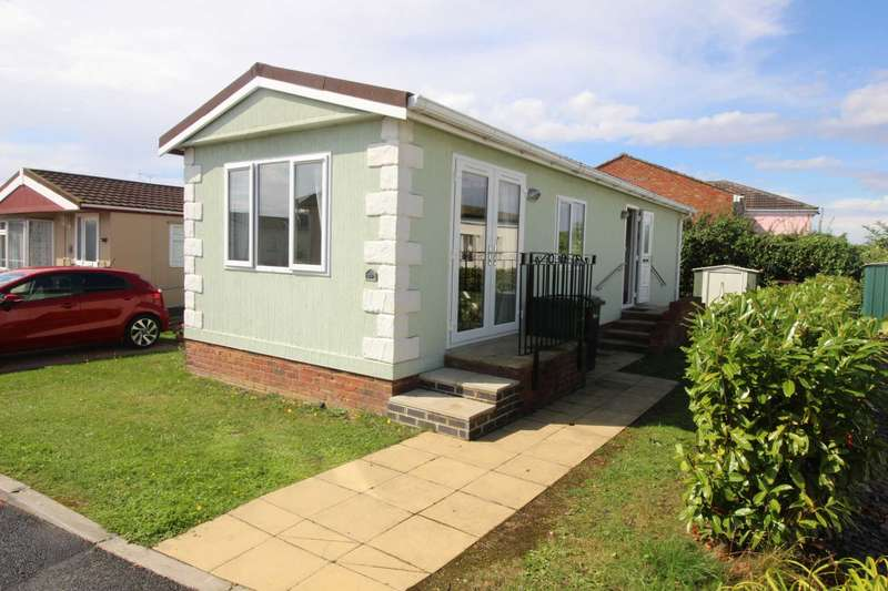 2 Bedrooms Bungalow for sale in Kingsmead Park, Braintree