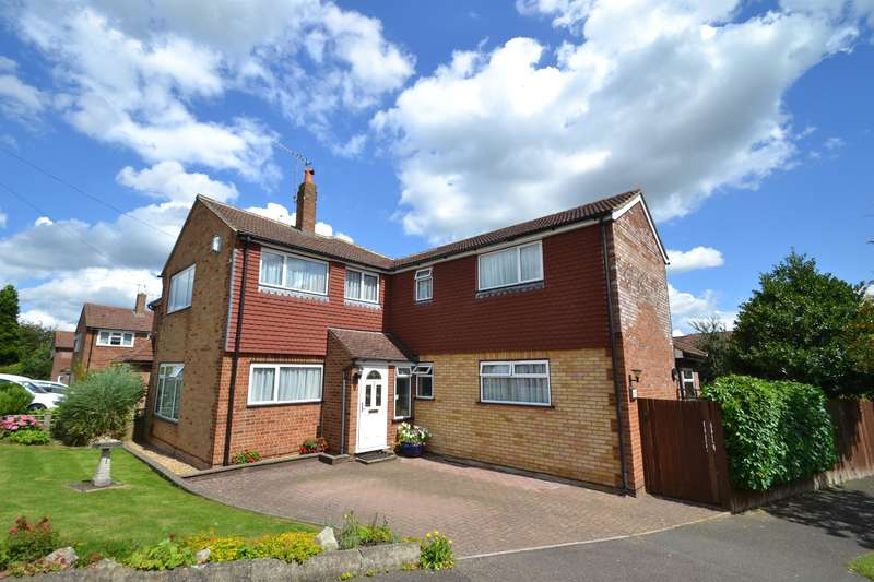 4 Bedrooms Semi Detached House for sale in Westway Gardens, Redhill, Surey, RH1 2JB