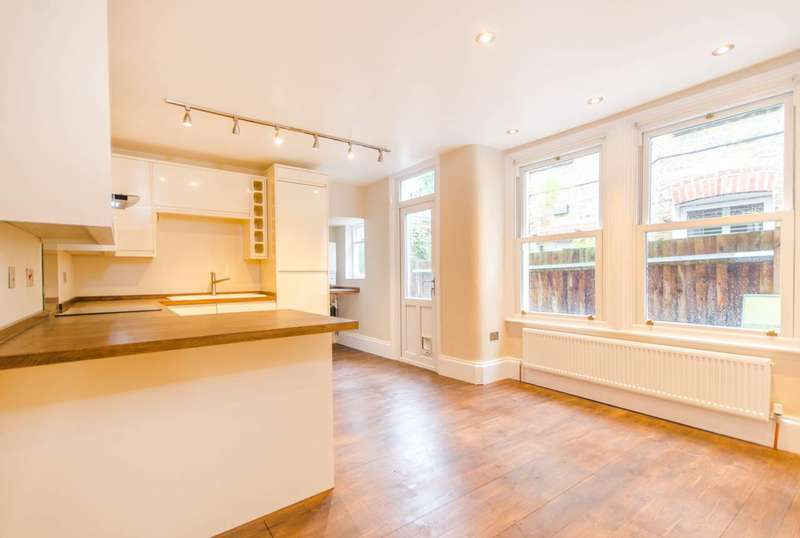 2 Bedrooms Flat for sale in Whorlton Road, Peckham Rye, SE15