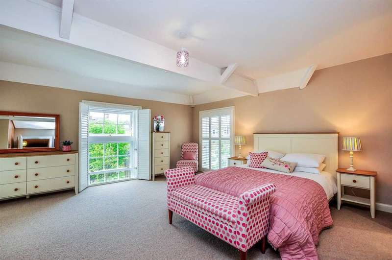 3 Bedrooms Town House for sale in Bootham Green, Newborough Street, York