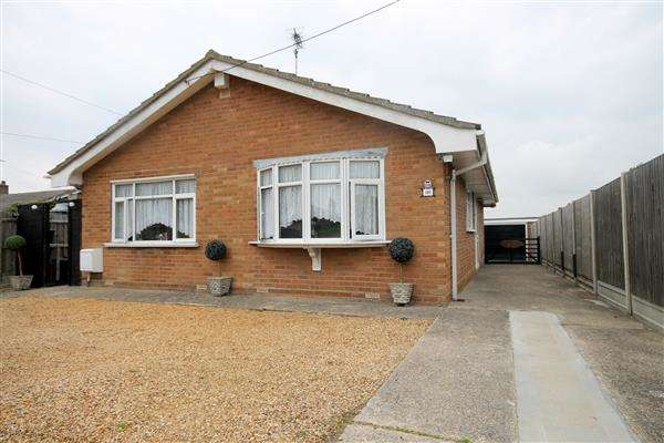 2 Bedrooms Bungalow for sale in Point Clear Road, St Osyth