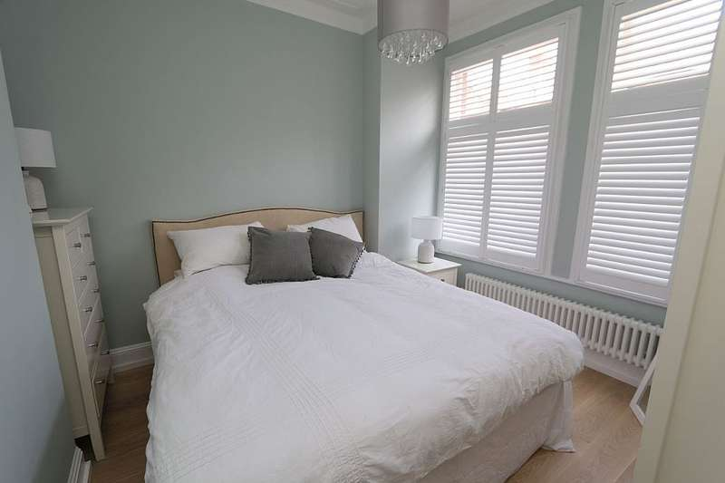 1 Bedroom Maisonette Flat for sale in Cambray Road, London, London, SW12