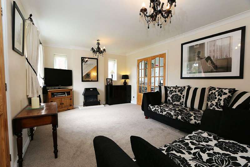 4 Bedrooms Detached House for sale in Carrside, Epworth, Doncaster, Lincolnshire, DN9 1DX
