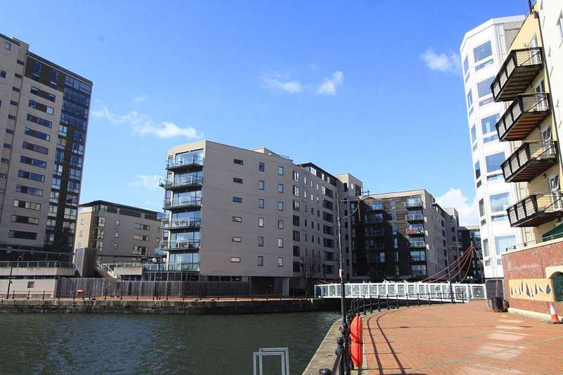 2 Bedrooms Penthouse Flat for sale in Maia house, Cardiff, Caerdydd, CF10 4RF